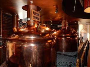 店内では昔ながらの仕込み釜と煮沸釜などを間近に見ることができる