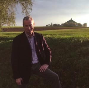 ワーテルロー・ライオンの像の丘を背にしたデイヴィッド・コッボルド