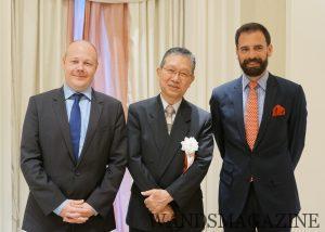 徳岡の徳岡豊裕代表取締役会長を囲む、バロン・フィリップ・ド・ロートシルト社エルワン・ル・ブロゼック(右)とヴィニョーブル・クレマン・ファイアのジャン・ミルティ・ローラン